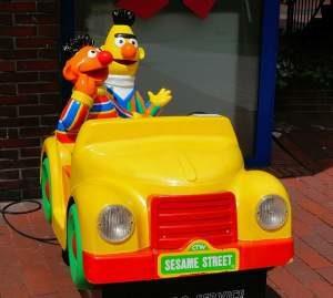 Kinder Elektroauto mit Ernie und Bert