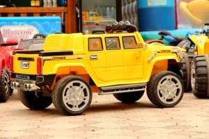 Kinder-Elektroauto als Jeep Geländewagen